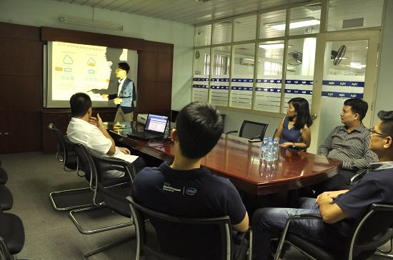 Đại diện nhà phân phối MSP có mặt tại HiPT để giới thiệu về các sản phẩm mình đang cung cấp